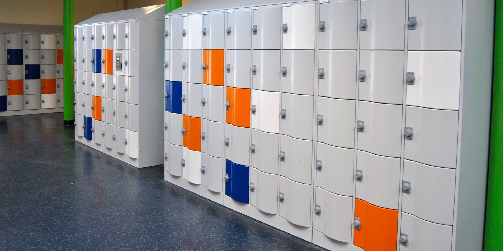 Lockers met gekleurde deuren…